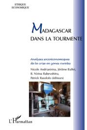 ANDRIANANARINA Nicole, BALLET Jérôme, RABEVOHITRA Nirina, RASOLOFO Patrick (sous la direction de) - Madagascar dans la tourmente
